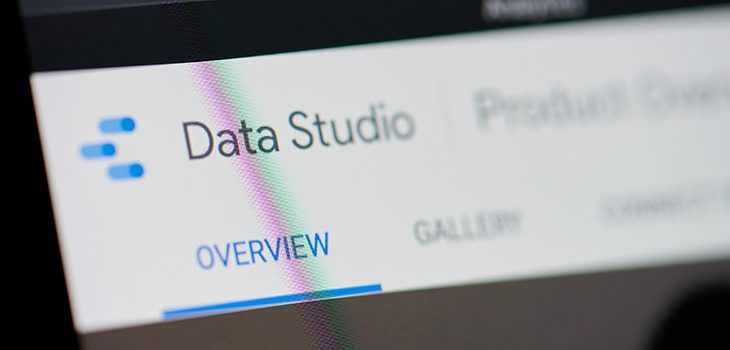 mide las visitas de google data studio con google analytics - roiting